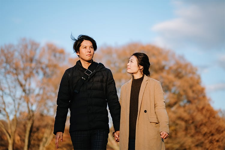 A couple thinking about their future after infertility and childlessness